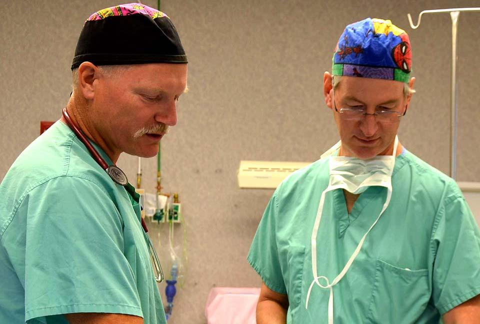 CRNA-and-Surgeon